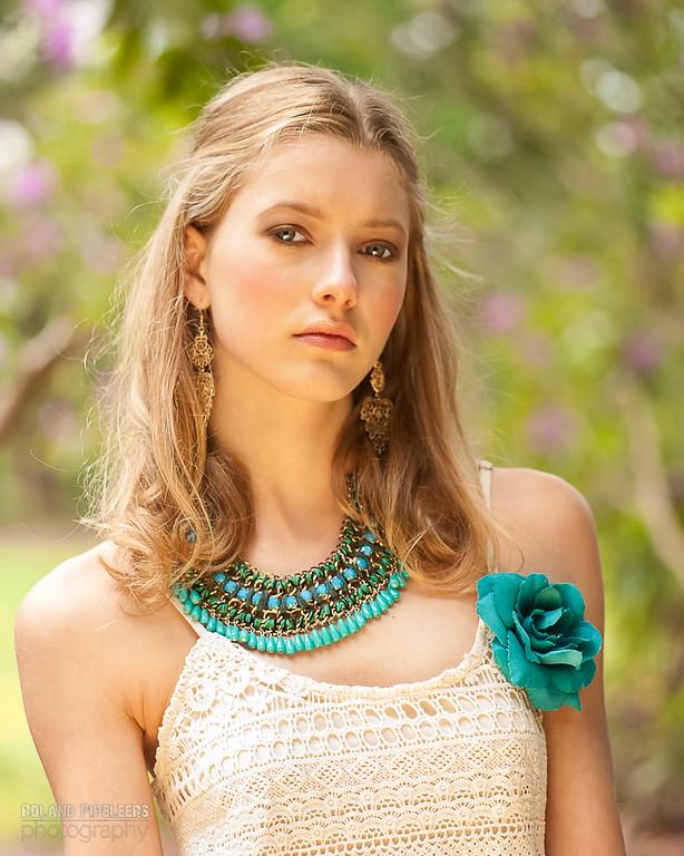 Model: Lauren Sirica  Styling: Caroline Moermans  Mua: Red Key
