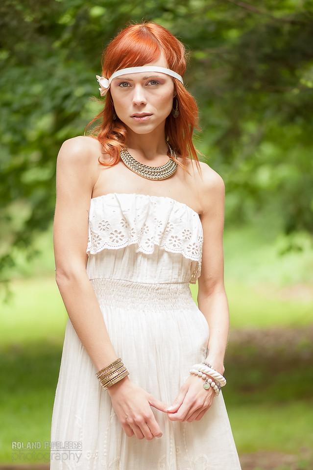Model: Laura Theys  Styling: Caroline Moermans  Mua: Red Key