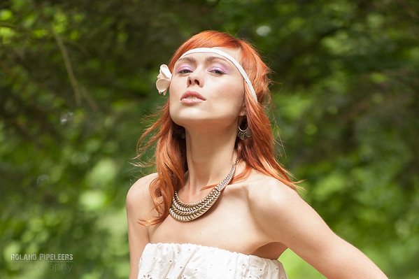Model: Laura Theys  Styling: Caroline Moermans  Mua: Red Key