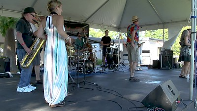 "Video: ""Pink Cadillac"" Loose Change at the Ober Park Main Stage, Vashon Island Strawberry Festival Sunday 2018"