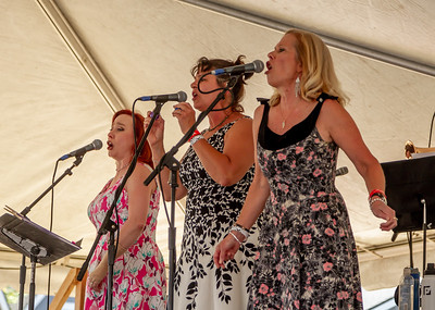 The Curvettes at the Beer Garden