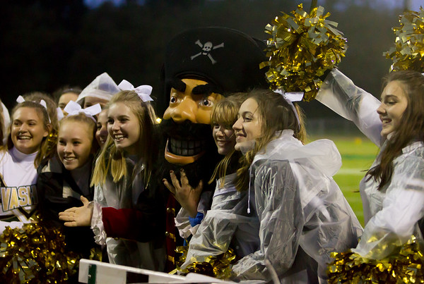 Vashon Island High School Fall Cheer at Football v  Cascade Christian 10/06/2017