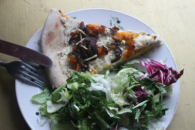 150418 Pizza with Butternut Squash, Onion & Rasins