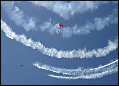 smoke and parachutes 0381