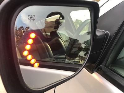 LED turn signals built into mirrors (heated mirrors!)