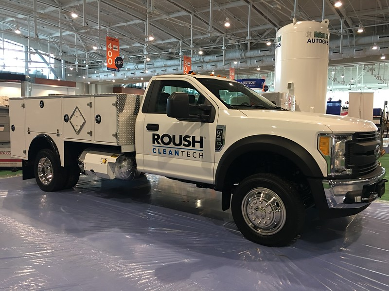 The 35-usable gallon, single-saddle propane autogas tank for the Ford F-450 / F-550 is passenger-side mounted allowing it the versatility to fit in a variety of body applications.