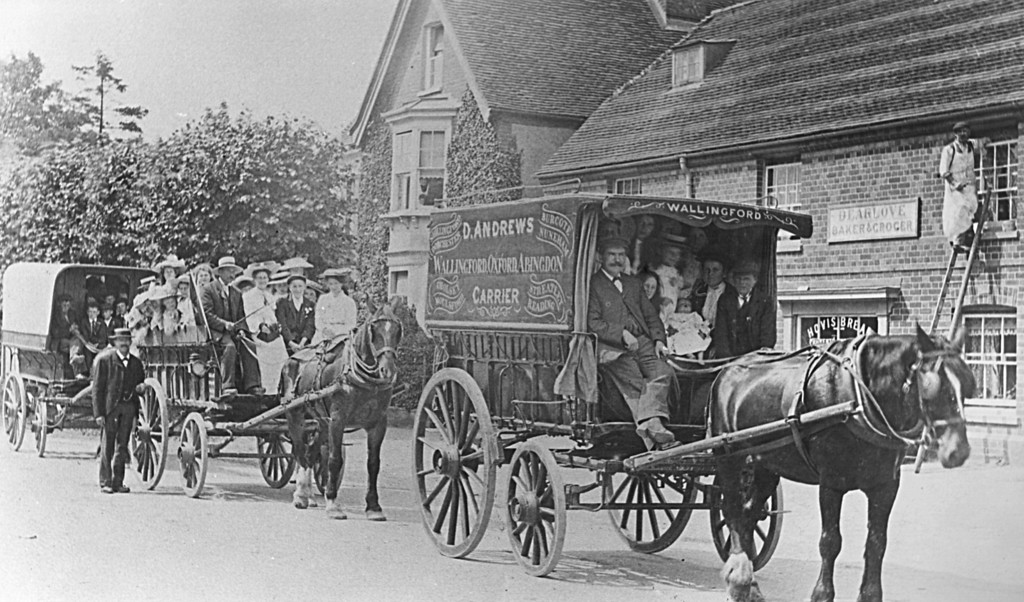 <font size=3><u> - Cart - D Andrews Carrier - </u></font> (BS0212)  This photograph is taken outside Dearloves Bakery in Crowmarsh, just opposite Jewsons. Many thanks Sandra for information. .