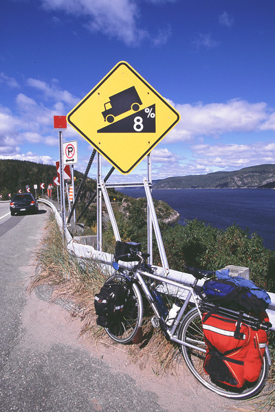 Descente vers le traversier Baie-Ste-Catherine - TadoussacDownhill to the Baie-Ste-Catherine - Tadoussac ferry- Saguenay