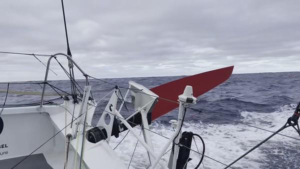 Day 4 - 19:35pm - Untidy deck! - Vendée Globe 2020