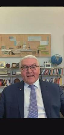 Bundespräsident Steinmeier and Boris Herrmann meet for a chat