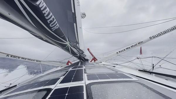 Day 5 - 18:20pm - Sailing into the weekend like... - Vendée Globe