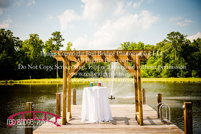 Summer-wedding-photography-of-Sarah-and-David-at-Bennett-Bunn-Plantation-with-bride-arriving-on-a-horse-5