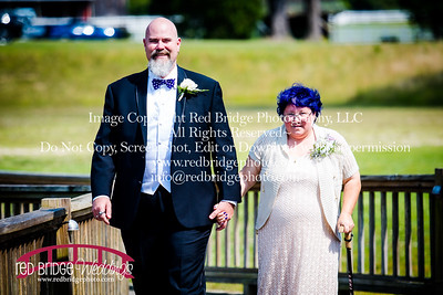 Summer-wedding-photography-of-Sarah-and-David-at-Bennett-Bunn-Plantation-with-bride-arriving-on-a-horse-8