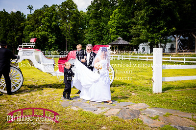 Summer-wedding-photography-of-Sarah-and-David-at-Bennett-Bunn-Plantation-with-bride-arriving-on-a-horse-18
