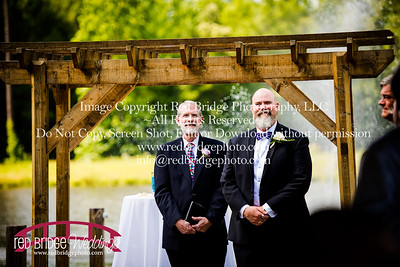 Summer-wedding-photography-of-Sarah-and-David-at-Bennett-Bunn-Plantation-with-bride-arriving-on-a-horse-11