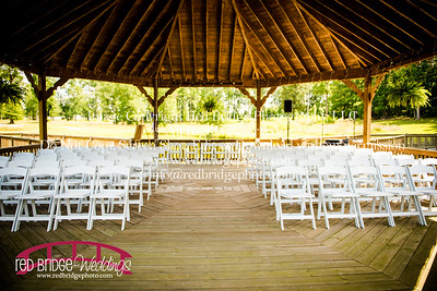 Summer-wedding-photography-of-Sarah-and-David-at-Bennett-Bunn-Plantation-with-bride-arriving-on-a-horse-3