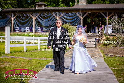 Summer-wedding-photography-of-Sarah-and-David-at-Bennett-Bunn-Plantation-with-bride-arriving-on-a-horse-24