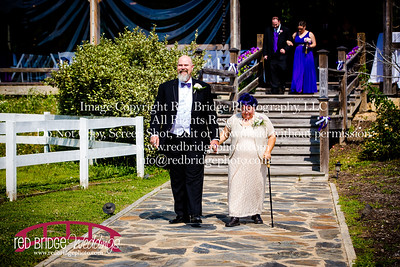 Summer-wedding-photography-of-Sarah-and-David-at-Bennett-Bunn-Plantation-with-bride-arriving-on-a-horse-7