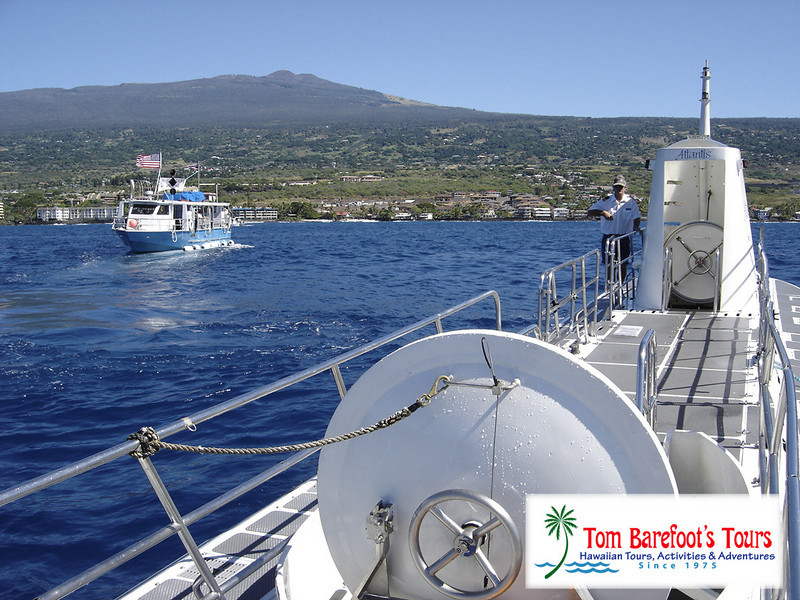 "<a title=""Make a reservation for Atlantis Submarine Hawaii, Kona Sub/Luau Combo with Tom Barefoot's Tours"" href=""http://www.tombarefootshawaiitoursactivities.com/product.php?id=1025&amp;name=Kona_Sub_Luau_Combo"">Atlantis Submarine Hawaii, Kona Sub/Luau Combo</a>"