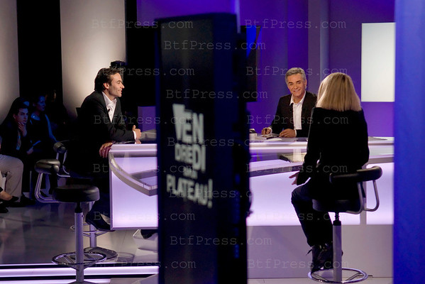 Vendredi sur un Plateau is a new show by Cyril Viguier on France 3, famous guest, former French President Valery Giscard d'Estaing, Actress Mireille d'Arc,Astronaut Buzz Aldrin,Actor Antony Delon, the show is going to begin in september 2011.
