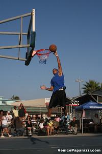 09 14 08 Venice Beach Basketball League Slamdunk and Finals   www veniceball com (2)
