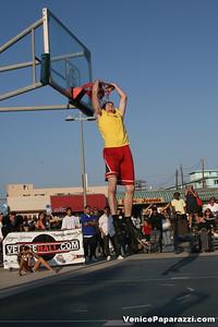 09 14 08 Venice Beach Basketball League Slamdunk and Finals   www veniceball com (20)