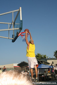09 14 08 Venice Beach Basketball League Slamdunk and Finals   www veniceball com (11)