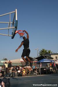 09 14 08 Venice Beach Basketball League Slamdunk and Finals   www veniceball com (16)