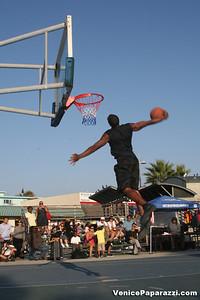 09 14 08 Venice Beach Basketball League Slamdunk and Finals   www veniceball com (14)