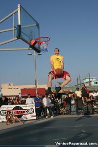09 14 08 Venice Beach Basketball League Slamdunk and Finals   www veniceball com (19)