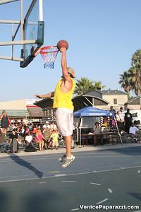 09 14 08 Venice Beach Basketball League Slamdunk and Finals   www veniceball com (10)