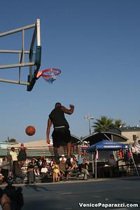 09 14 08 Venice Beach Basketball League Slamdunk and Finals   www veniceball com (17)