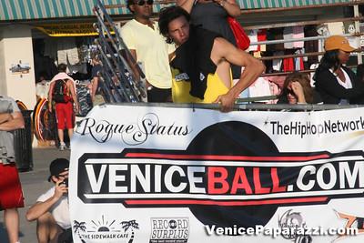 09 14 08 Venice Beach Basketball League Slamdunk and Finals   www veniceball com (7)