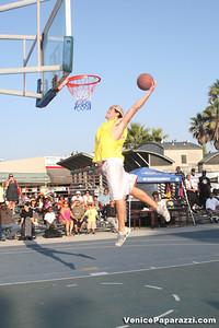 09 14 08 Venice Beach Basketball League Slamdunk and Finals   www veniceball com (9)