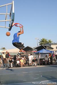 09 14 08 Venice Beach Basketball League Slamdunk and Finals   www veniceball com (3)