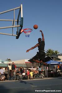 09 14 08 Venice Beach Basketball League Slamdunk and Finals   www veniceball com (15)