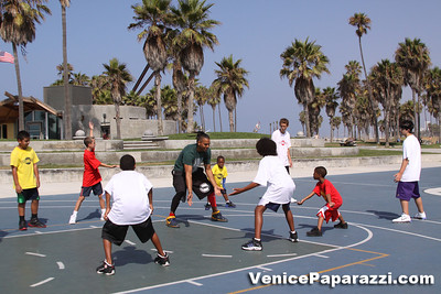 08 23 09 Venice Beach Basketball League   www veniceball com (11)