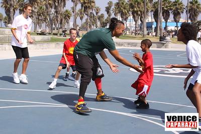 08 23 09 Venice Beach Basketball League   www veniceball com (13)