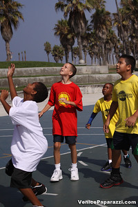 08 23 09 Venice Beach Basketball League   www veniceball com (4)