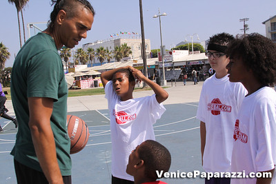 08 23 09 Venice Beach Basketball League   www veniceball com (15)