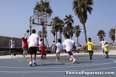 08 23 09 Venice Beach Basketball League   www veniceball com (3)