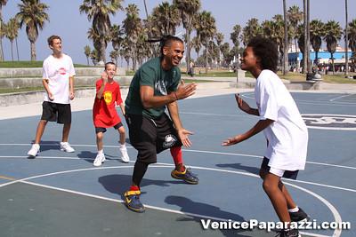 08 23 09 Venice Beach Basketball League   www veniceball com (14)
