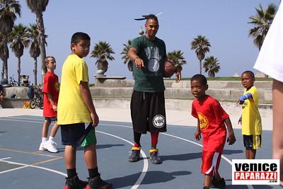 08 23 09 Venice Beach Basketball League   www veniceball com (6)