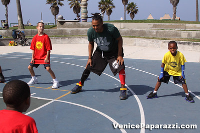 08 23 09 Venice Beach Basketball League   www veniceball com (9)