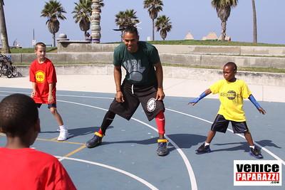 08 23 09 Venice Beach Basketball League   www veniceball com (8)