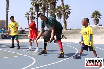 08 23 09 Venice Beach Basketball League   www veniceball com (10)