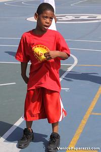 08 23 09 Venice Beach Basketball League   www veniceball com (5)