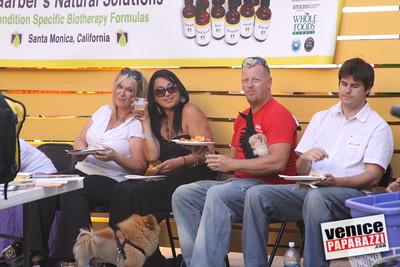 09 23 09 Venice Chamber of Commerce Mixer   Helen K  Garber  Dr  Stuart Garber of Natural Solutions   Whole Foods Market   Venice Beach Wines   venicechamber net  www drgarbers com   venicebeachwines com   wholefoods com (6)