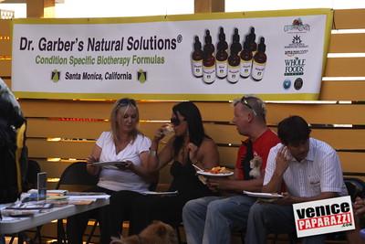 09 23 09 Venice Chamber of Commerce Mixer   Helen K  Garber  Dr  Stuart Garber of Natural Solutions   Whole Foods Market   Venice Beach Wines   venicechamber net  www drgarbers com   venicebeachwines com   wholefoods com (4)