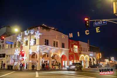 8th Annual Venice Holiday Sign Lighting.  Photo by Venice Paparazzi
